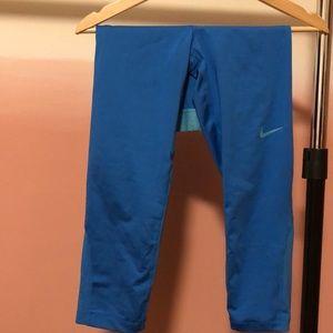 Nike Pro cropped athletic pants